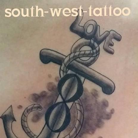 Blutsschwestern Tattoo und Piercing